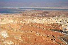 Vista aérea no deserto e no mar inoperante. imagens de stock royalty free