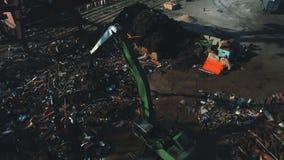 Vista aérea no terminal portuário da carga de maioria com navio filme