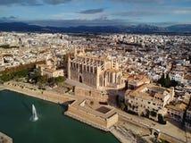 Vista aérea Palma de Mallorca Cathedral e arquitetura da cidade spain imagens de stock