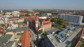 Vista aérea panorámica de la Gliwice - en la región de Silesia de Polonia - centro de ciudad y viejo cuarto histórico de la ciuda almacen de video