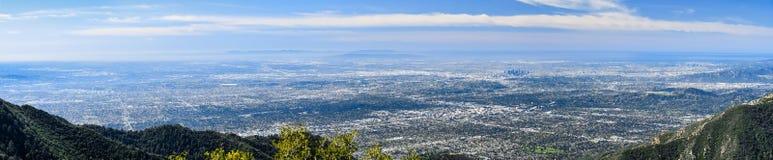 Vista aérea panorámica de Los Angeles y la zona metropolitana que la rodea; Costa costa en el fondo, sur del Océano Pacífico fotos de archivo