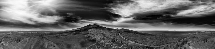 Vista aérea panorámica del volcán de Teide en la oscuridad en Tenerife Islan Fotografía de archivo