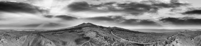 Vista aérea panorámica del volcán de Teide en la oscuridad en Tenerife Islan Fotografía de archivo libre de regalías