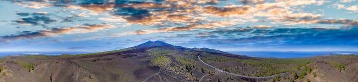 Vista aérea panorámica del volcán de Teide en la oscuridad en Tenerife Islan Imagenes de archivo
