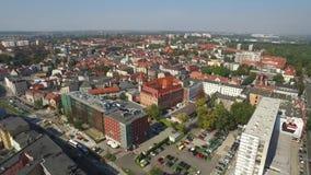 Vista aérea panorâmico do Gliwice - na região de Silesia de Polônia - centro da cidade e quarto velho histórico da cidade video estoque