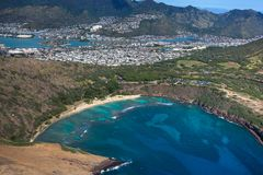Vista aérea que sorprende de la bahía escénica Oahu Hawaii de Haunama fotos de archivo libres de regalías