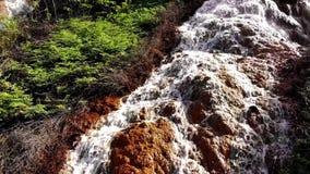 Vista aérea que sorprende de la cascada de Datala en Dalat, Lam Dong, Vietnam almacen de video
