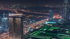Vista aérea que sorprende del timelapse céntrico de la noche de los rascacielos de Dubai, Dubai, United Arab Emirates almacen de metraje de vídeo