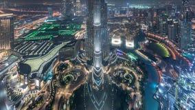 Vista aérea que sorprende del timelapse céntrico de la noche de los rascacielos de Dubai, Dubai, United Arab Emirates almacen de video