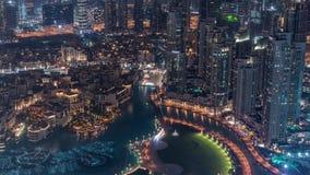 Vista aérea que sorprende del timelapse céntrico de la noche de los rascacielos de Dubai, Dubai, United Arab Emirates metrajes