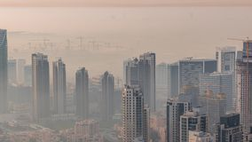 Vista aérea que sorprende del timelapse céntrico de los rascacielos de Dubai, Dubai, United Arab Emirates metrajes