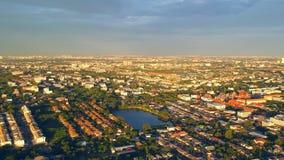 Vista aérea sobre a casa da cidade da cidade de Banguecoque tailândia video estoque