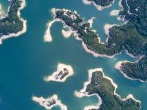 Vista aérea sobre o reservatório de Hong Kong Tai Lam Chung sob o tempo do smokey Imagens de Stock Royalty Free