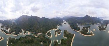 Vista aérea sobre o reservatório de Hong Kong Tai Lam Chung sob o tempo do smokey Fotografia de Stock