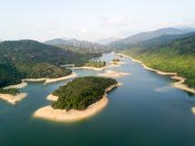 Vista aérea sobre o reservatório de Hong Kong Tai Lam Chung sob o tempo do smokey Imagem de Stock