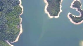 Vista aérea sobre o reservatório de Hong Kong Tai Lam Chung sob o tempo do smokey video estoque