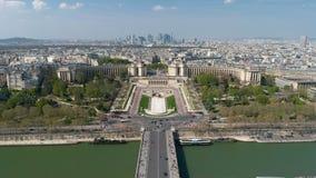 Vista aérea sobre o timelapse de Trocadero com o Palais de Chaillot em Paris, França vídeos de arquivo