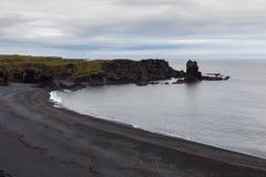 Vista aérea sobre a praia preta em Snaefelsness fotografia de stock royalty free