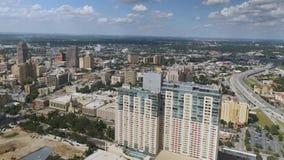 Vista aérea sobre a skyline de San Antonio vídeos de arquivo