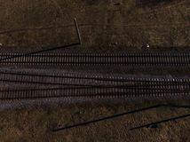 Vista aérea superior de algunas pistas del railraod - texturice el tiro aislado del ferrocarril imagen de archivo libre de regalías