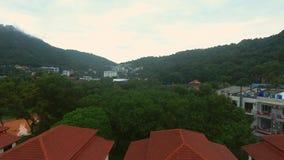 Vista aérea a uno de los distritos de Phuket en día lluvioso Foto de archivo