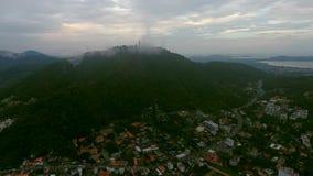 Vista aérea a uno de los distritos de Phuket en día nublado, Tailandia Foto de archivo libre de regalías
