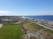 Vista abaixo da praia que abraça o Oceano Pacífico fotos de stock royalty free