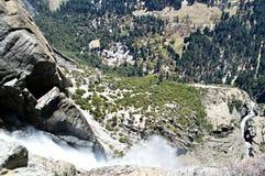 Vista abaixo de uma cachoeira Fotos de Stock