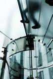 Vista abstracta de un vidrio, escalera espiral en una tienda al por menor popular en Central Park, NYC Fotos de archivo libres de regalías