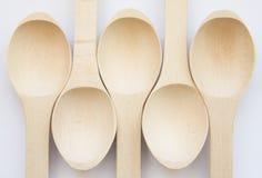 Vista abstrata de cinco colheres de madeira Foto de Stock Royalty Free