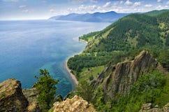 Vista acima do lago bonito grande, lago Baikal, Rússia foto de stock