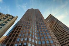 Vista acima em arranha-céus e em céus Imagens de Stock Royalty Free