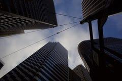 Vista acima em arranha-céus em San Francisco foto de stock