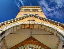 Vista acima em uma torre da igreja do tijolo Imagem de Stock Royalty Free