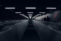 Vista acima na escada rolante do metro foto de stock