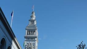 Vista acima na torre de pulso de disparo na construção da balsa em San Francisco vídeos de arquivo