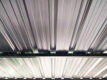 Vista acima sob o telhado das folhas de metal foto de stock royalty free
