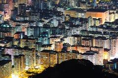 Vista ad alta densità di notte della costruzione Fotografia Stock