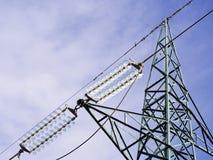 Vista ad alta tensione verde dei piloni da sopra Fotografia Stock