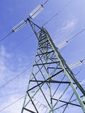 Vista ad alta tensione verde dei piloni da sopra Immagine Stock