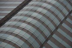 Vista ad angolo del grattacielo verde e grigio Fotografia Stock
