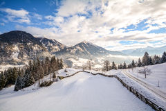 Vista ad un paesaggio di inverno con catena montuosa e la valle vicino a cattivo Gastein, alpi di Pongau - Salisburgo Austria di  Immagine Stock Libera da Diritti