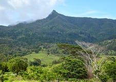 Vista adorabile delle montagne e delle colline qui sopra Fotografie Stock