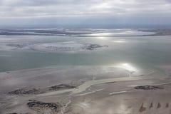 Vista aerea al mare di Wadden olandese con bassa marea fotografia stock libera da diritti