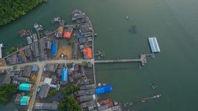 vista aerea al vecchio paesino di pescatori durante l'alta marea Fotografia Stock Libera da Diritti