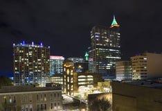 Vista aerea bassa di Raleigh alla notte Fotografie Stock Libere da Diritti