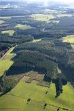 Vista aerea: Campagna con i prati e le foreste Fotografie Stock