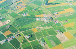 Vista aerea dall'aeroplano del campo di agricoltura di estate all'Hokkaido Giappone Immagini Stock