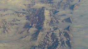Vista aerea dall'aeroplano sopra le montagne dell'Iran stock footage
