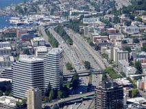 Vista aerea degli edifici di Seattle, del lago union e di I-5 del centro ciao Fotografie Stock